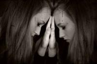 girl_feelings_solitude_unrest_detail_face_reflection_hands-1003180.jpg!d